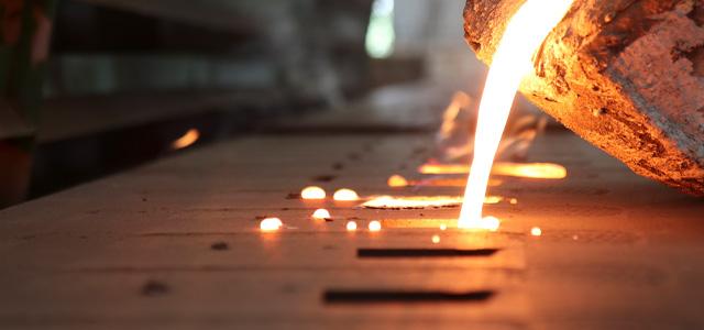 Rohgussbauteile und vorbearbeitete Bauteile, die schweißtechnisch zu komplexen Komponenten verarbeitet wurden